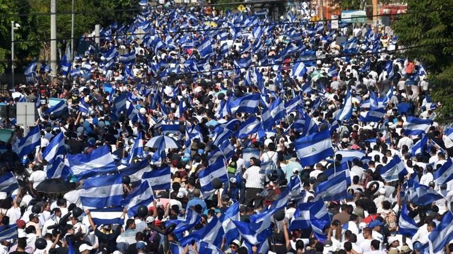 Multitudinaria marcha en Nicaragua contra Ortega