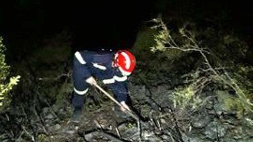 Controlado el incendio en les Agulles de Benicàssim