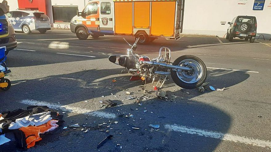 Herido grave un joven motorista de Caldas en una colisión con un coche en Vilagarcía