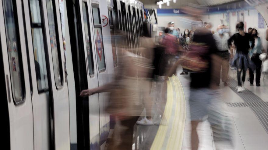 Agresión grupal a un joven en el Metro de Madrid para subirlo a redes sociales