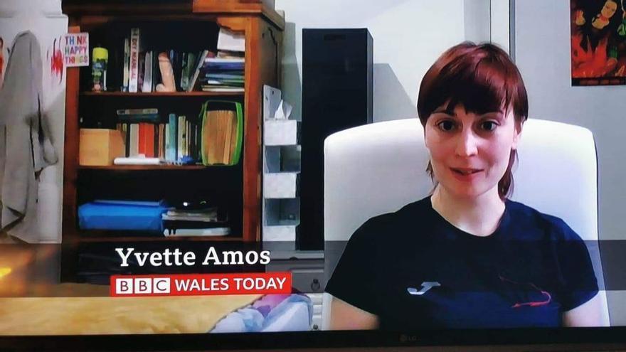 El momento más embarazoso en la BBC: Se cuela un juguete sexual durante un directo