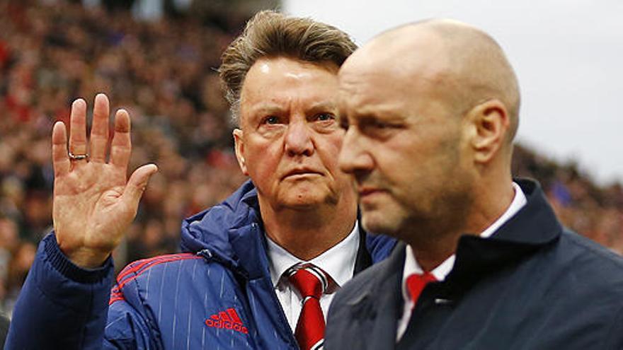 El United entrena sin Van Gaal