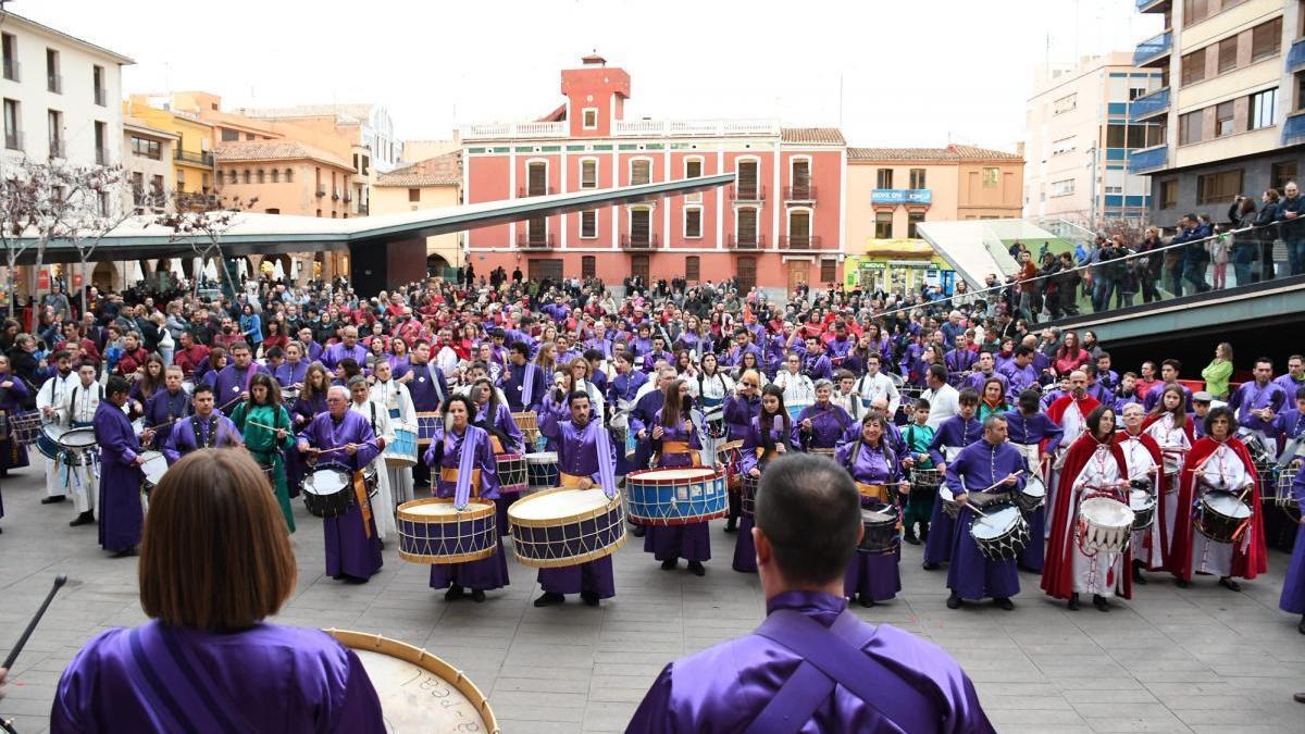 La tamborrada provincial reúne en Vila-real a 400 personas de 17 bandas