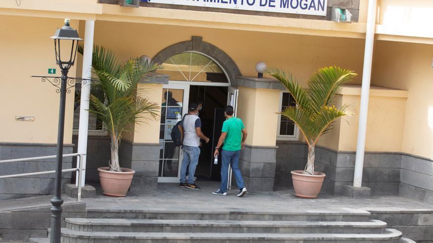 La Guardia Civil requisa material en el Ayuntamiento de Mogán
