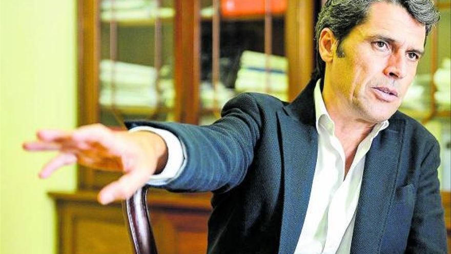 Unidas por Gran Canaria ficha a Hernández Bento y lo 'inviste' candidato