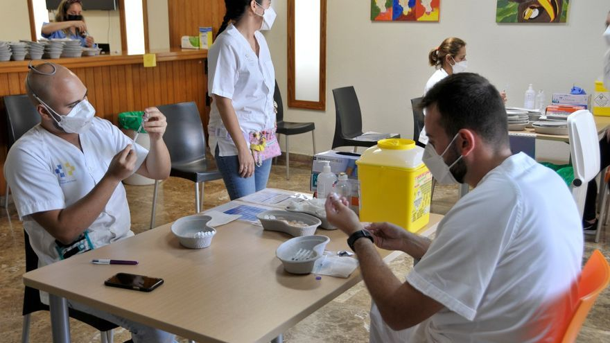 Unos 558.904 canarios, inmunizados contra la Covid-19