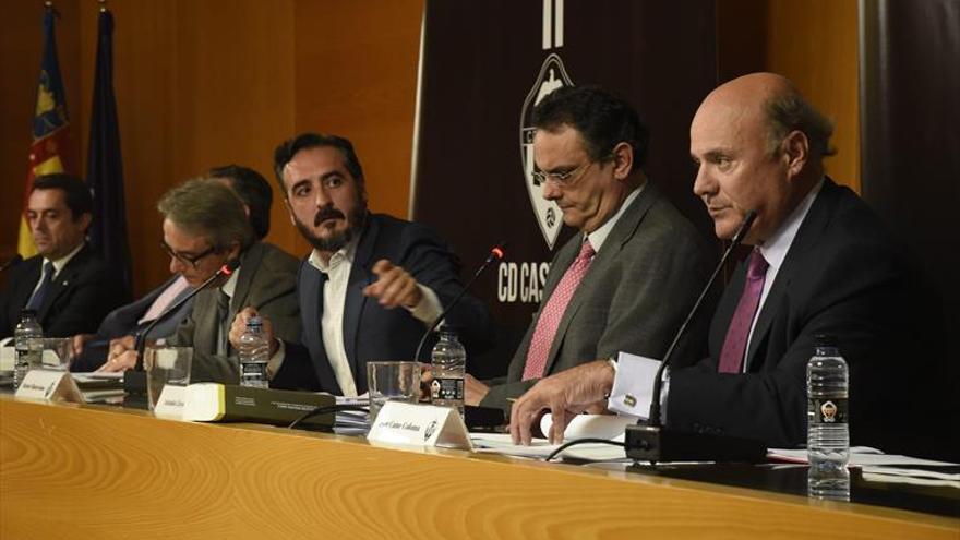 La mediática gestión del consejo del CD Castellón choca con la 'sombra' de Cruz