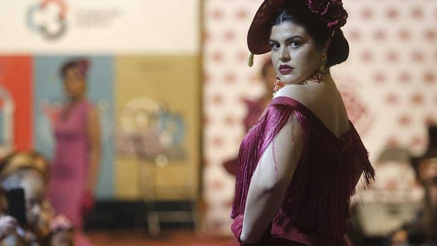 El desfile de moda flamenca a beneficio de Sonrisa de Lunares en imágenes