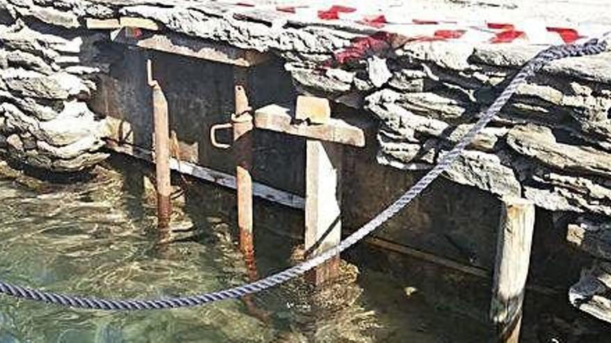Apuntalen la Riba des Poal de Cadaqués per un esvoranc