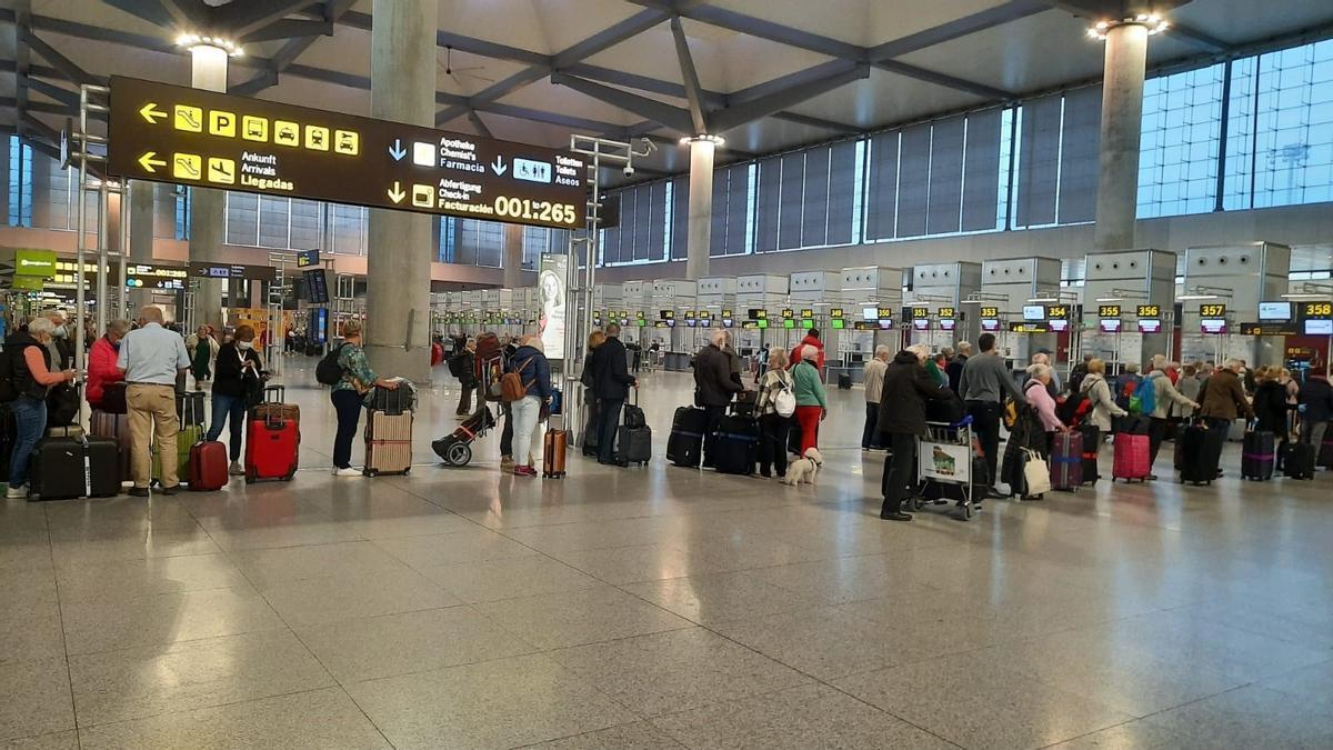 Cola de embarque en el aeropuerto de Málaga.
