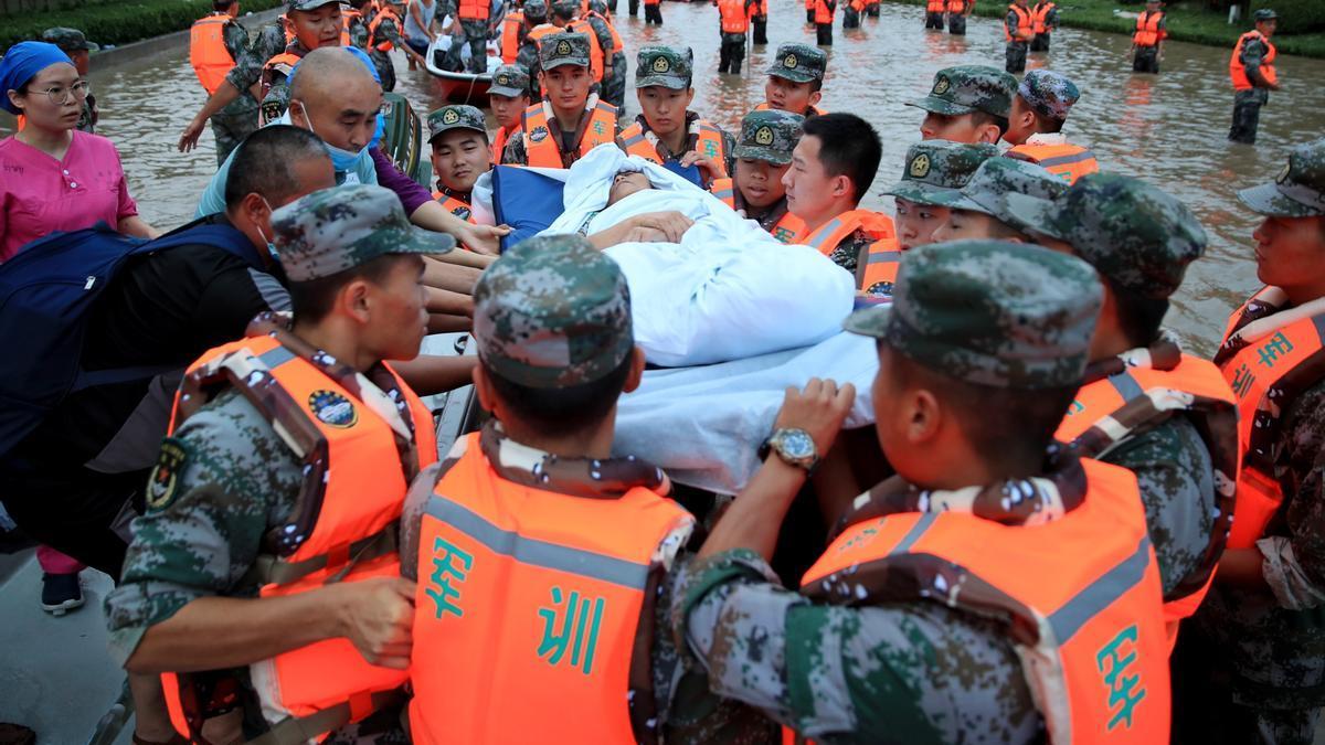 Fuertes lluvias en la provincia china de Henan dejan 376.000 evacuados.