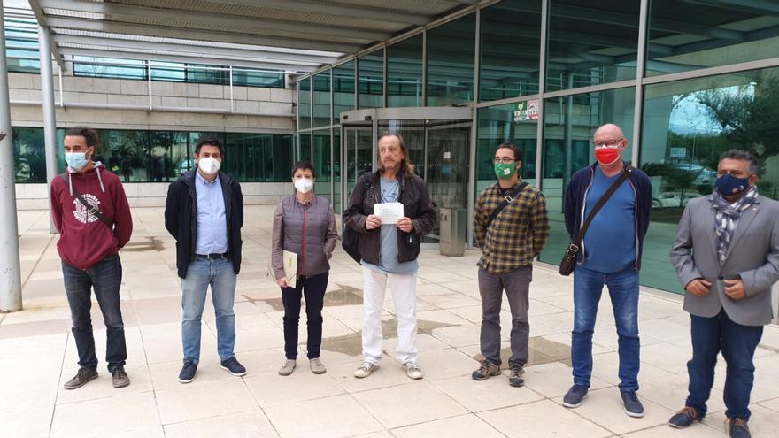 Los sindicatos educativos protestan frente a la Conselleria por las ratios y los salarios