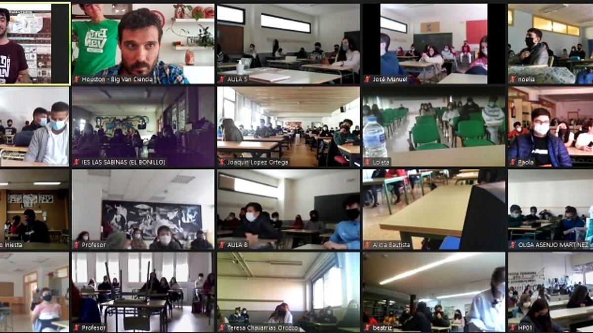 Una de las sesiones realizadas de manera online con varios grupos de alumnos. | Big Van Ciencia