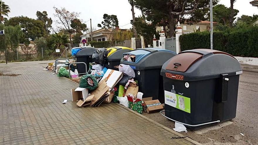 Críticas a la recogida de basuras en San Antonio de Benagéber