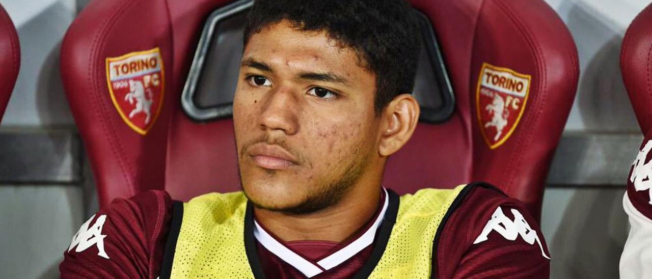 El defensa de Guayaquil de 22 años Erick Steven Ferigra, en el banquillo del Torino FC, en una imagen de esta campaña.