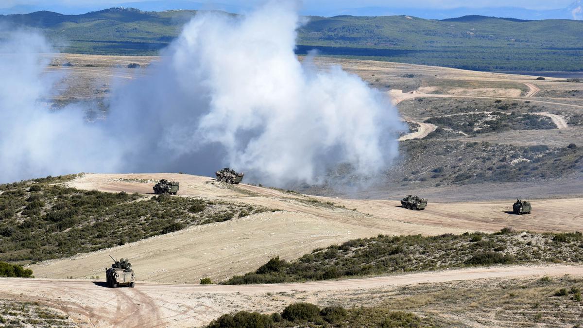 Maniobras con carros de combate en el campo de entrenamiento de San Gregorio.