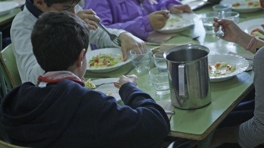 Las familias denuncian que las beca comedor no han llegado a miles de alumnos que las necesitan