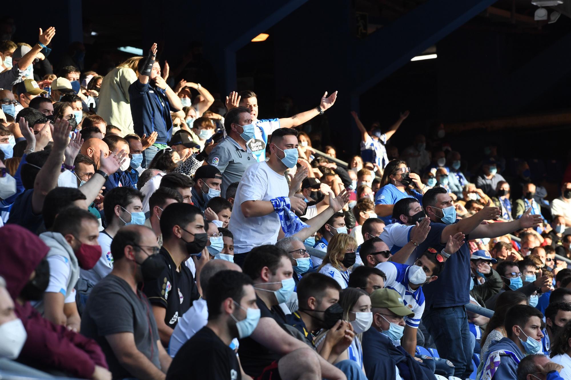 El Deportivo le gana al Badajoz y sigue de líder