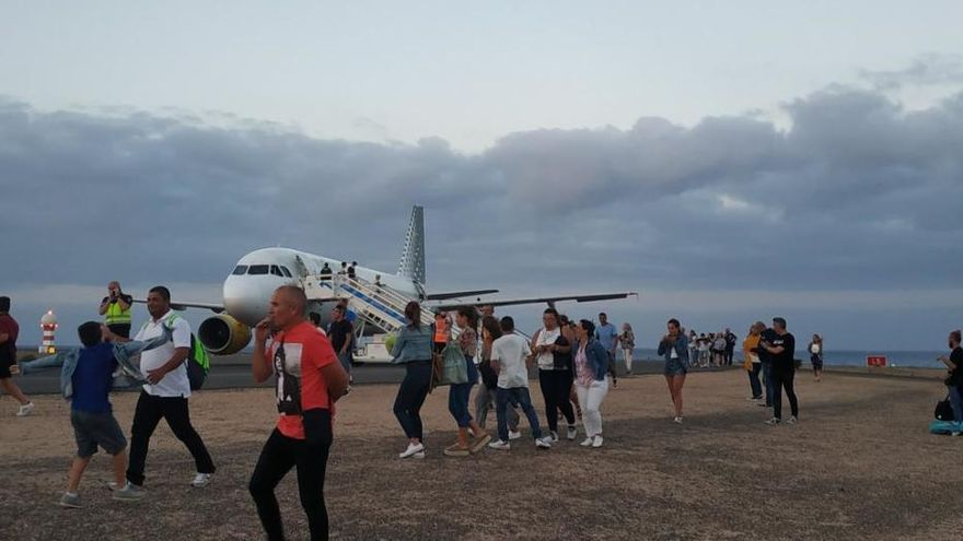 Desalojo de un avión en Fuerteventura por aviso de bomba