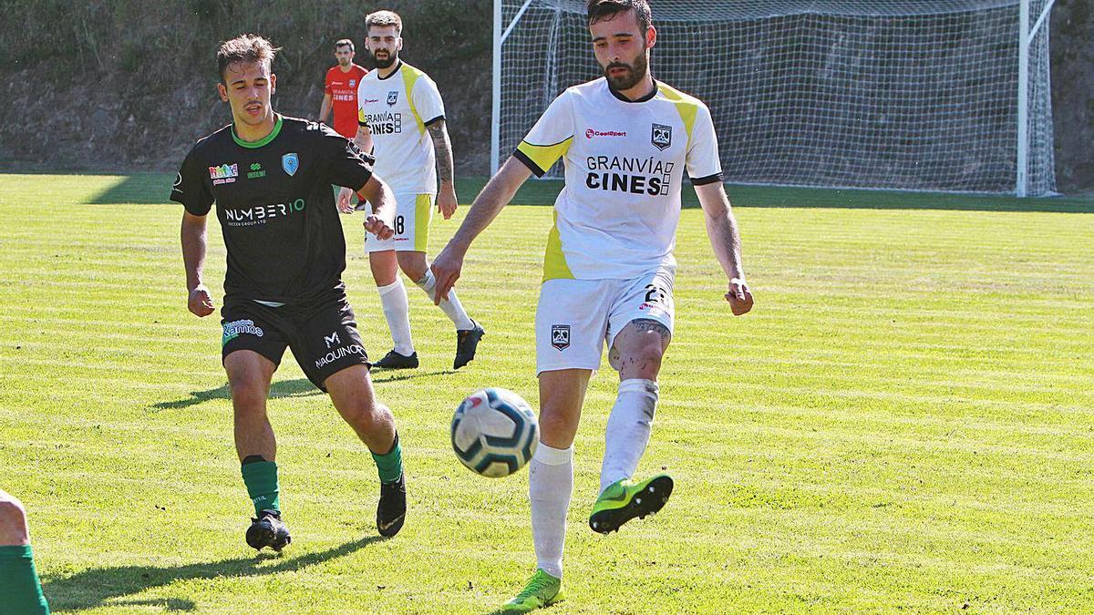 El Atlético Arnoia tuvo el dominio del partido ante el conjunto de Os Carrís. |  // IÑAKI OSORIO