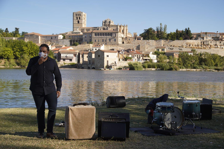 """Rodaje del programa """"Un país para escucharlo"""" con Ariel Rot en Zamora."""