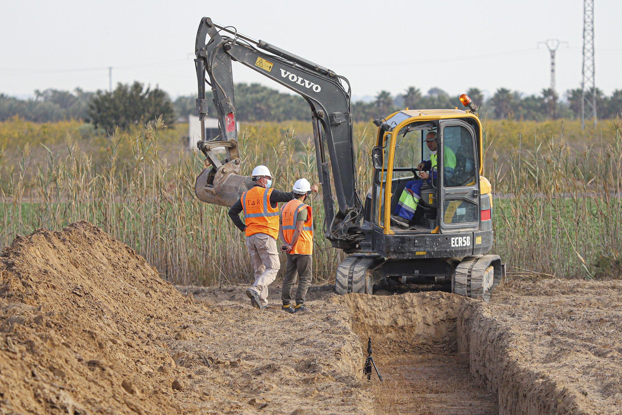 Excavaciones en el campo de concentración de Albatera para localizar una fosa común