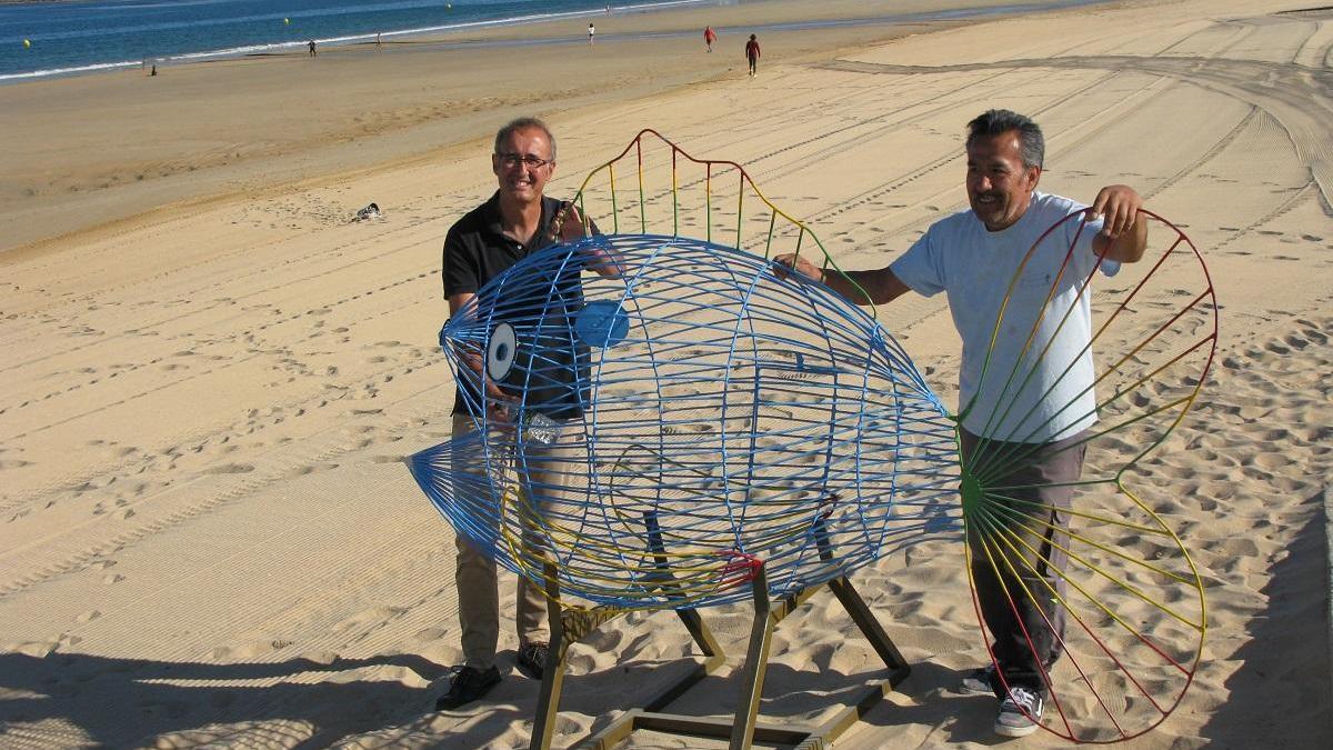 El pez para depositar el plástico situado en Praia América, en Nigrán. / FdV