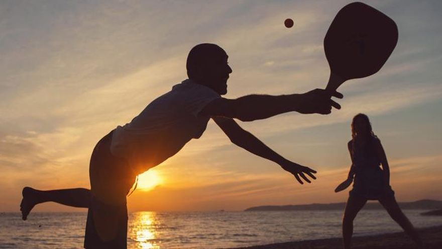 Se podrá jugar a la pelota y las palas en la playa respetando las distancias