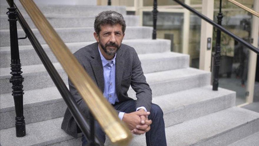 Así será la serie 'La peste' según su director, Alberto Rodríguez