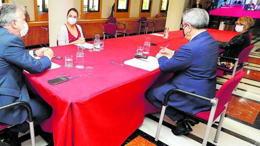 Torres pide a cabildos y municipios que destinen el Fdcan a ayudas económicas