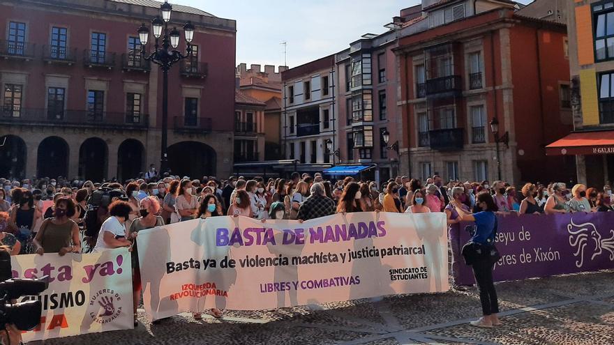 """""""No es no"""": Gijón sale a la calle contra la presunta violación grupal a dos jóvenes"""