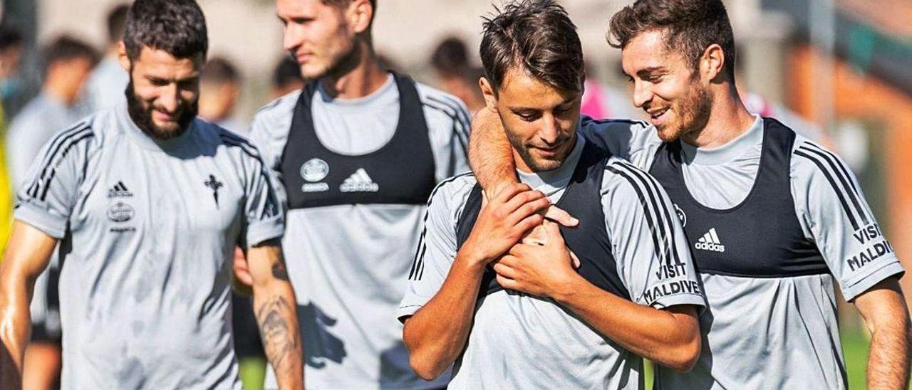 Juncà, Sáenz, Kevin y Juan Hernández, ayer, durante el entrenamiento en A Madroa.