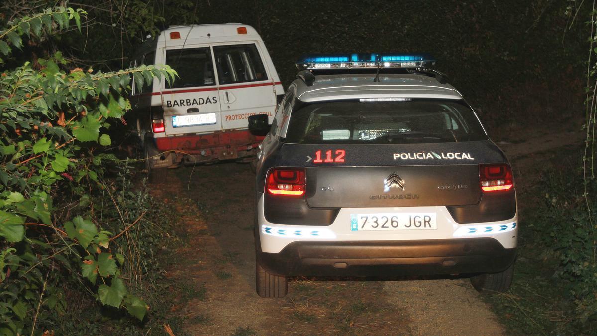 Efectivos de la Policía Local y Protección Civil en el punto donde aparecieron los restos de la joven el pasado septiembre.