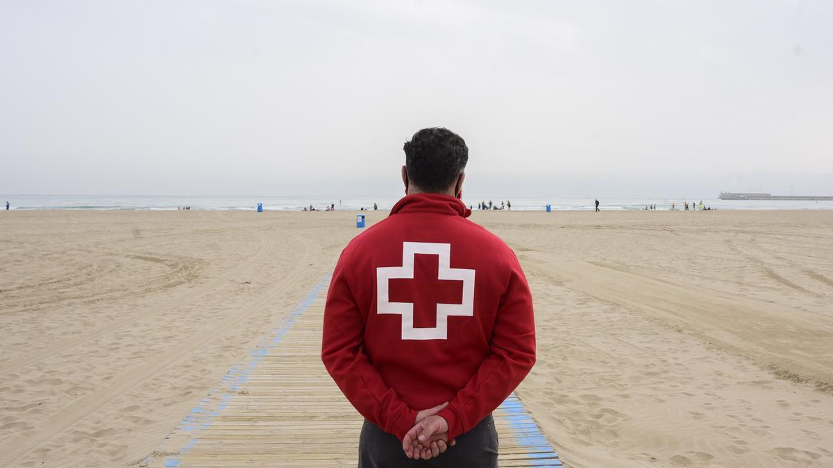 Archivo - Temporada de playas en València