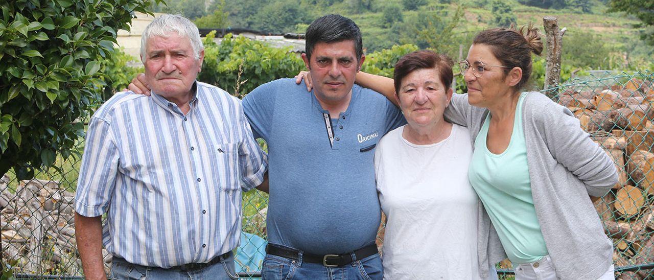 Jorge junto a sus padres Manuel y Delia y su hermana Irene disfrutando de sus primeras horas en libertad.