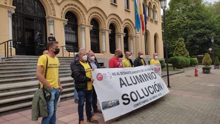 La falta de tapones que valen menos de 20 euros deja parada Alu Ibérica durante un día