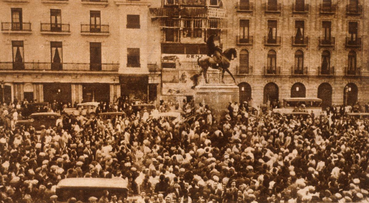 Proclamación popular de la II República en la plaza de las Tendillas el 14 de abril de 193