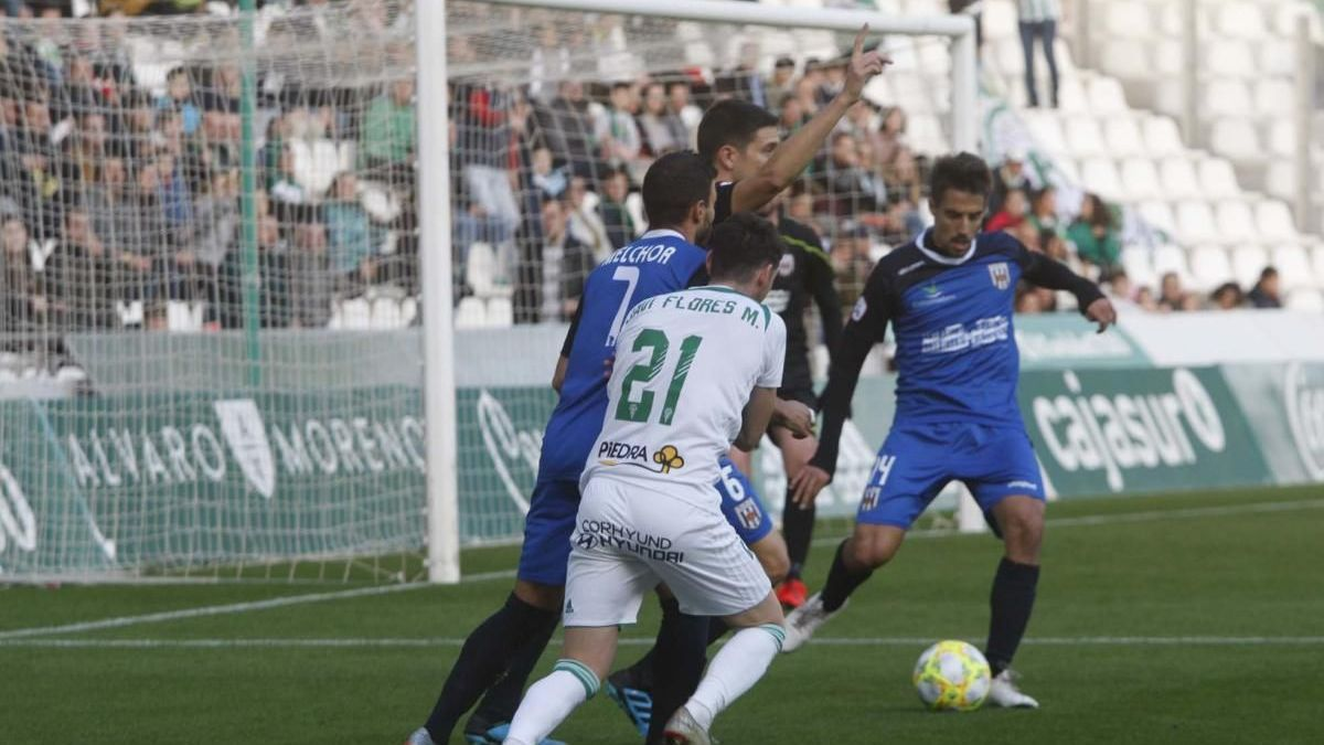 Un imagen del Córdoba CF-Mérida de la temporada 19-20, en El Arcángel.