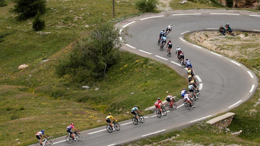 Quintana gana en la llegada a los Alpes y Alaphilippe se aferra al liderato del Tour