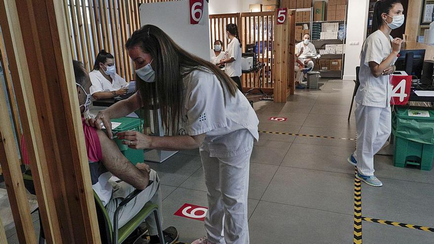 Salud investiga por qué 125.000 mallorquines aún no se han vacunado