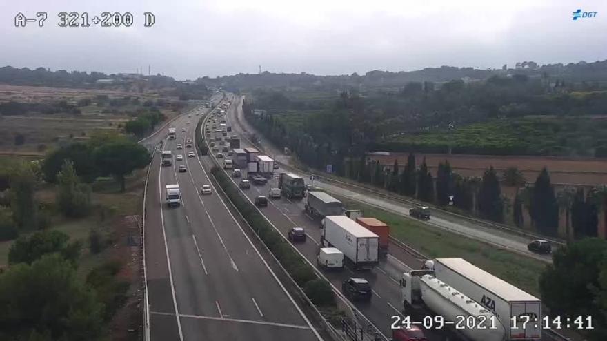 Un accidente colapsa el baipás en sentido hacia València
