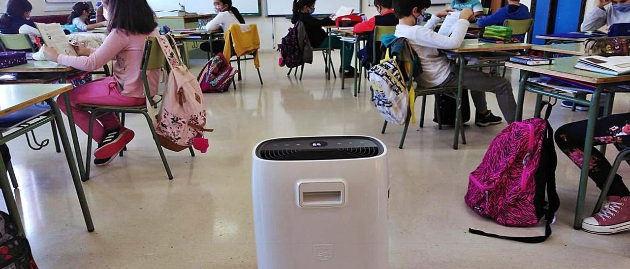 Un aula del CEP Neira Vilas de Peitieiros, el primero en instalar filtros HEPA costeados por las familias y profesores. |   // CEDIDA