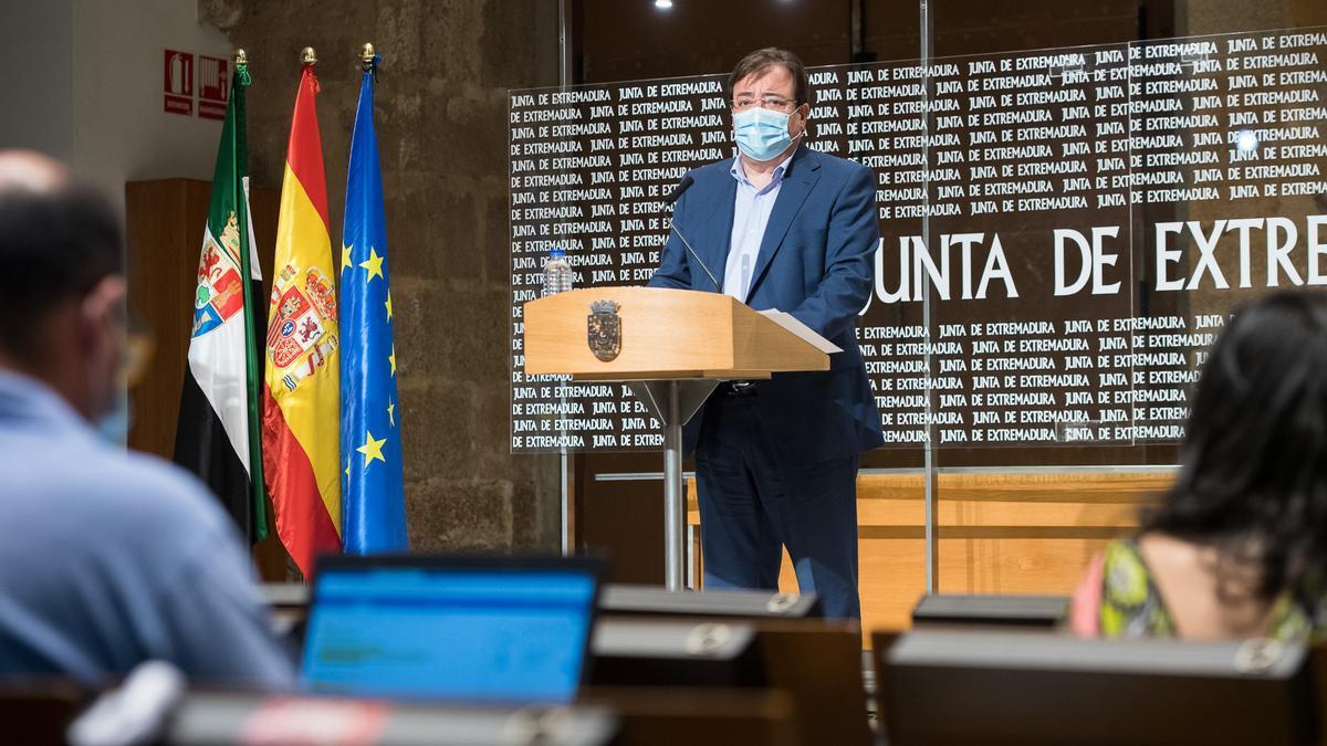 El presidente de la Junta, Guillermo Fernández Vara, esta mañana en rueda de prensa.