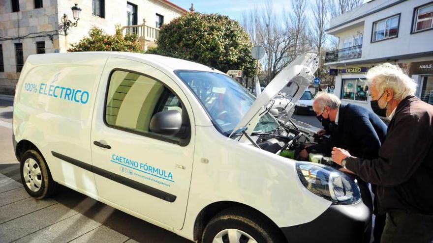 Pasos tímidos y lentos de los Concellos de O Salnés para implantar el vehículo eléctrico