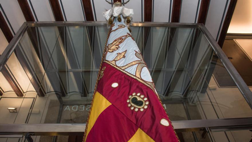 El Colegio de la Seda recupera la procesión de la Real Senyera en Sant Jordi