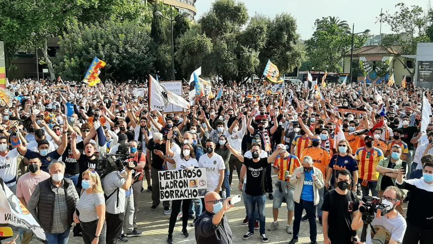 """""""Lim, fuera de Mestalla"""", los primeros gritos de la manifestación contra Lim"""