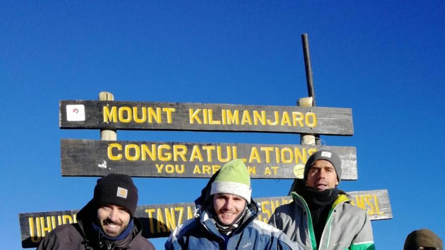 Un godellense corona el Kilimanjaro