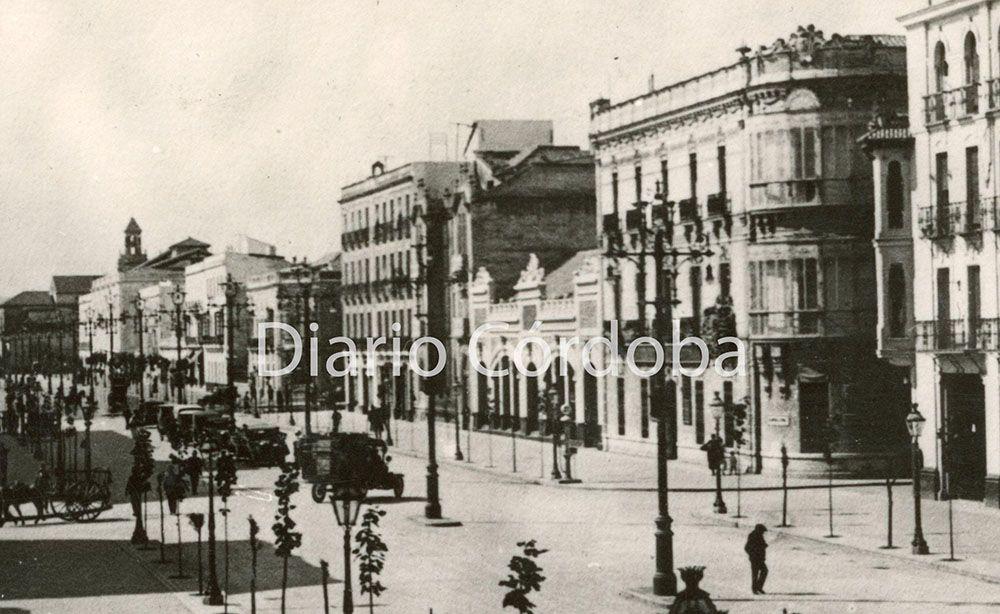 Vista de la avenida del Gran Capitán, a la derecha se aprecia el antiguo cine Actualidades.