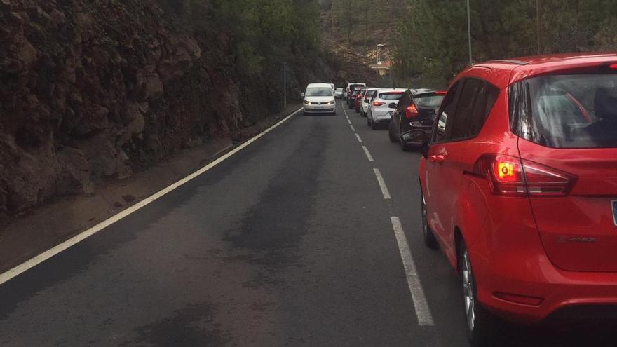 Atascos en los accesos al Teide