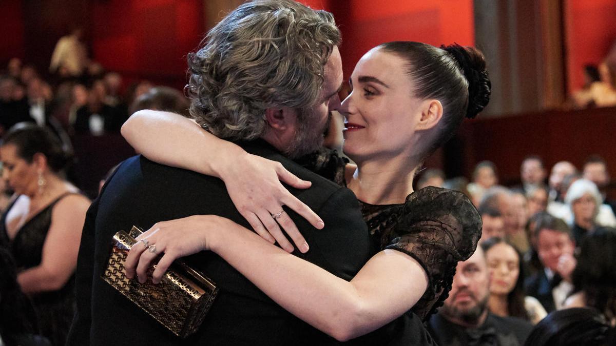 El actor Joaquin Phoenix y la actriz Rooney Mara.